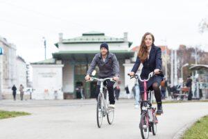 Fair Fashion on off the Bike - Konfektioniert wird in und um Wien in semitraditioneller Fertigung